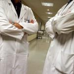 Medici-in-protesta-contro-il-taglio-dei-premi_articleimage
